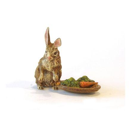 Hase bei Karottenkorb