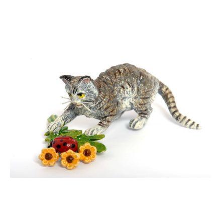 Katze mit Blumen und Marienkäfer
