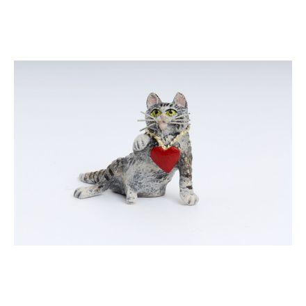 Katze mit Herzkette