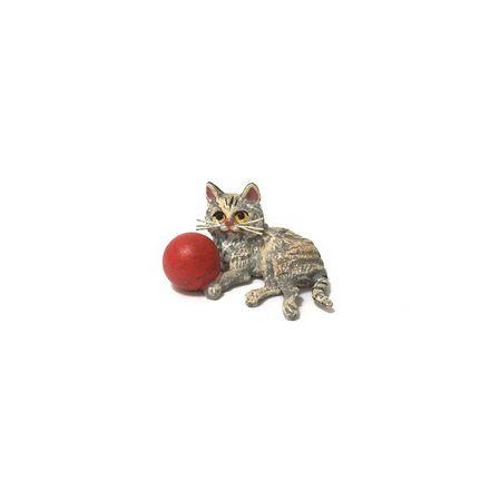 Katze mit Ball