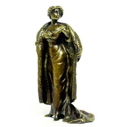 Dame im Mantel