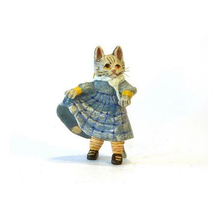 Katzenkind im Kleidchen